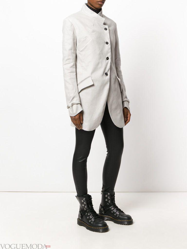 модный женский пиджак светлый
