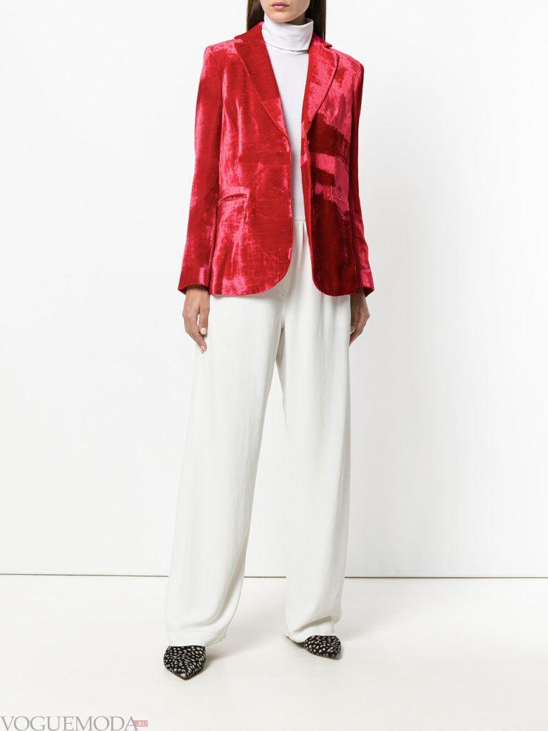 модный женский красный