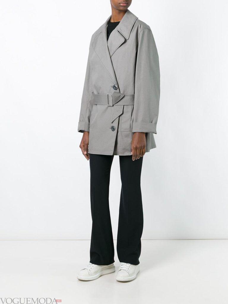 модный плащ серый