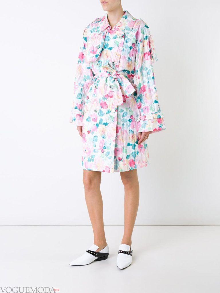 модный плащ с цветочным принтом