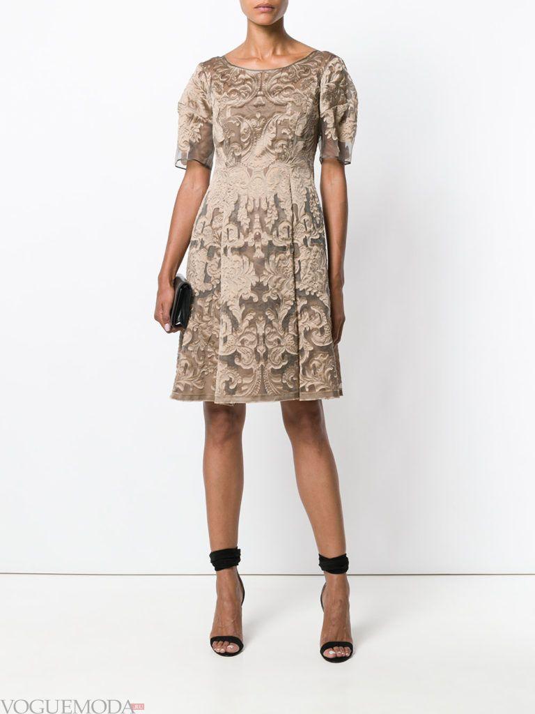 платья с крупными складками бежевое