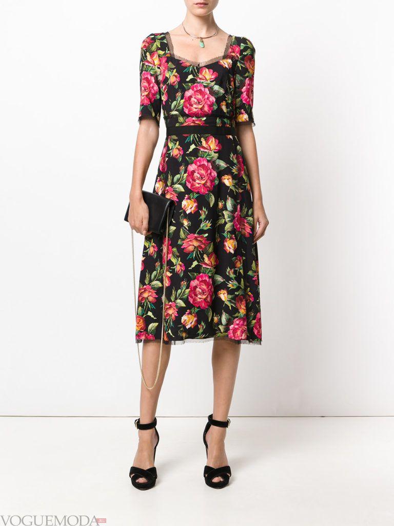 модное платье цветочным принтом темное