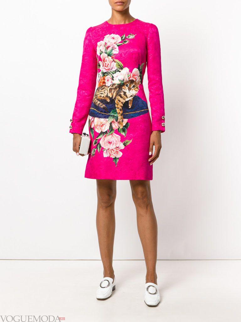 модное платье цветочным принтом розовое