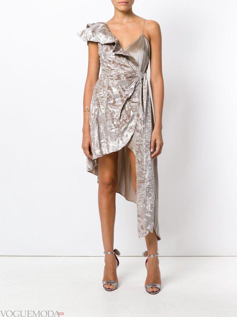 модное асимметричное платье светлое