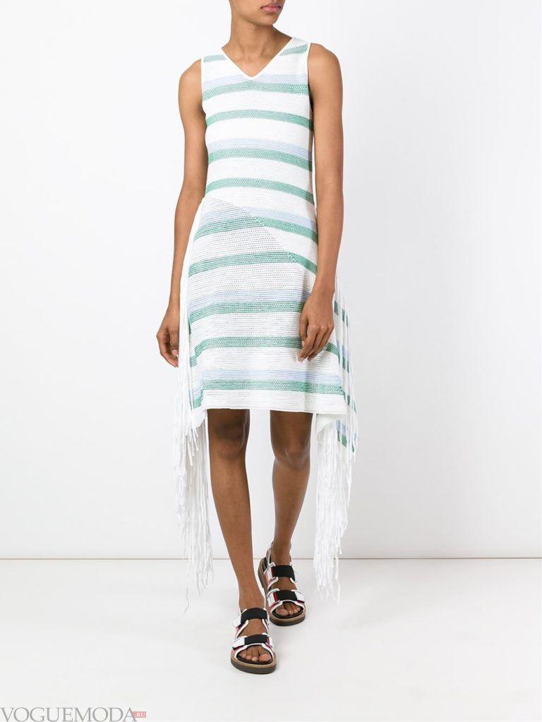 модное асимметричное платье в полоску