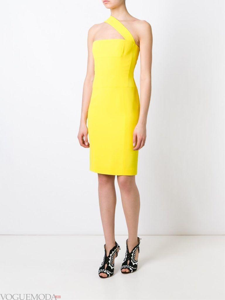 модное прямое платье-футляр желтое