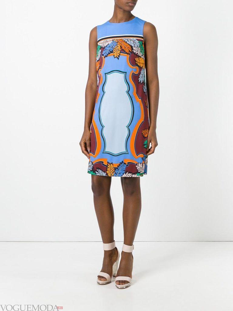 модное прямое платье-футляр с рисунком