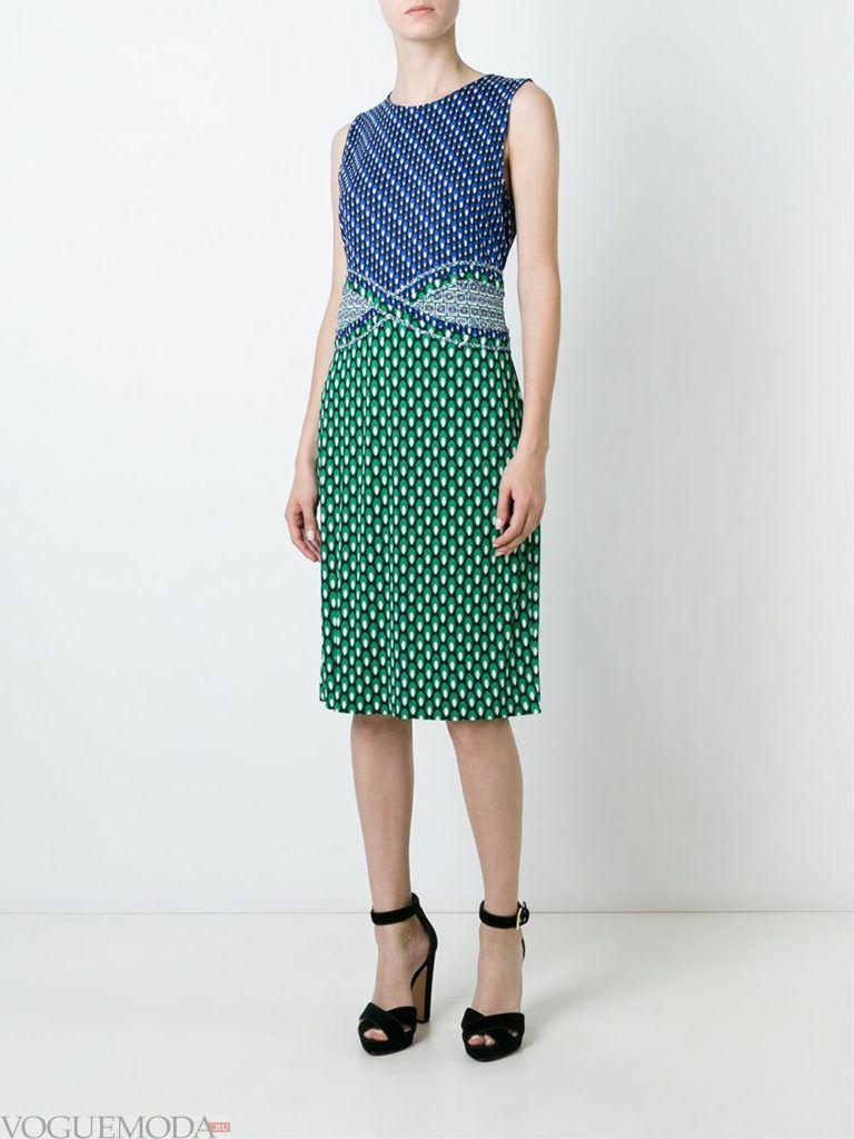 модное прямое платье-футляр с принтом