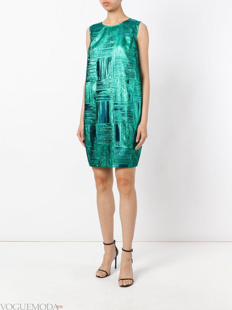модное прямое платье-футляр зеленое