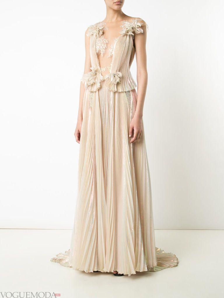 модное гофрированное платье нюдовое