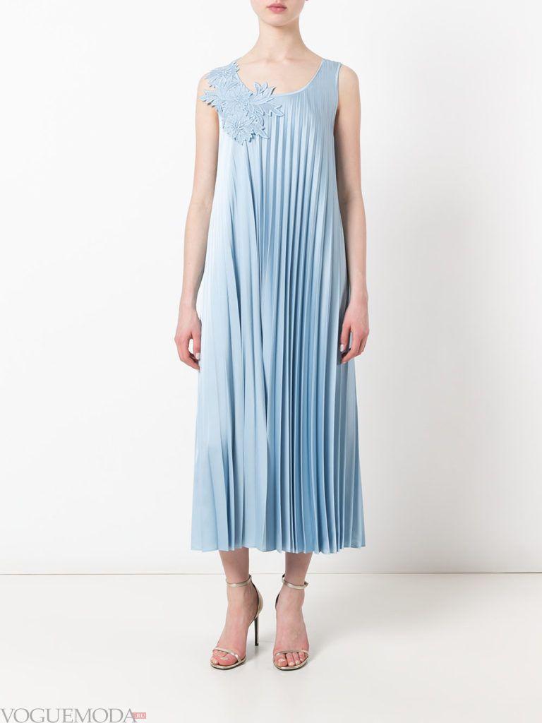 модное гофрированное платье голубое