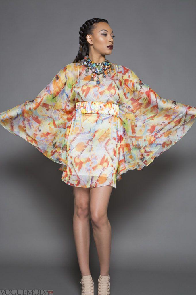 модное платье с накидкой-пончо с принтом