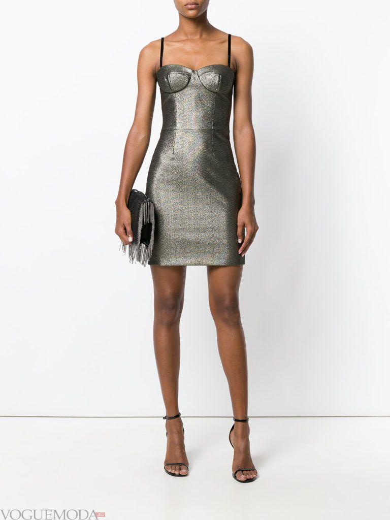 модное инфантильное мини платье блестящее