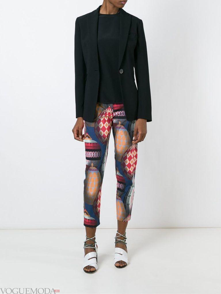 брюки с абстракцией