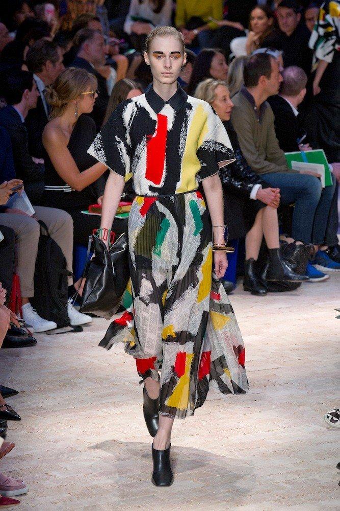 летнее цветное платье с принтом художественные мазки
