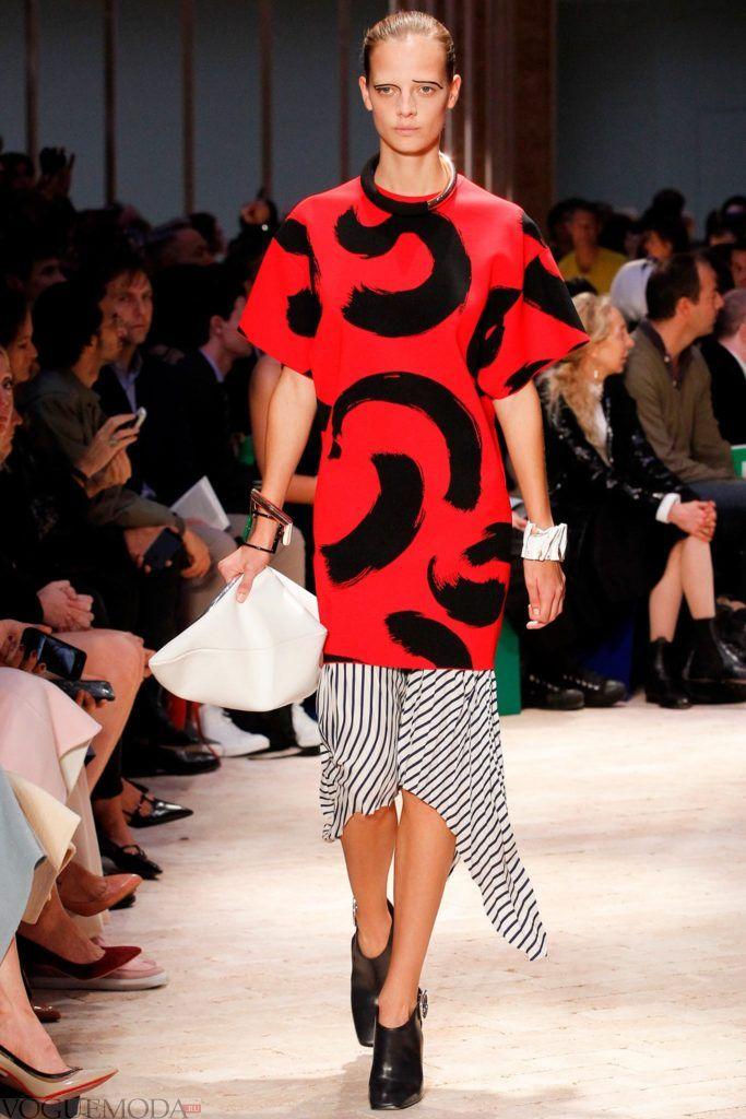 летняя красная блуза с принтом художественные мазки