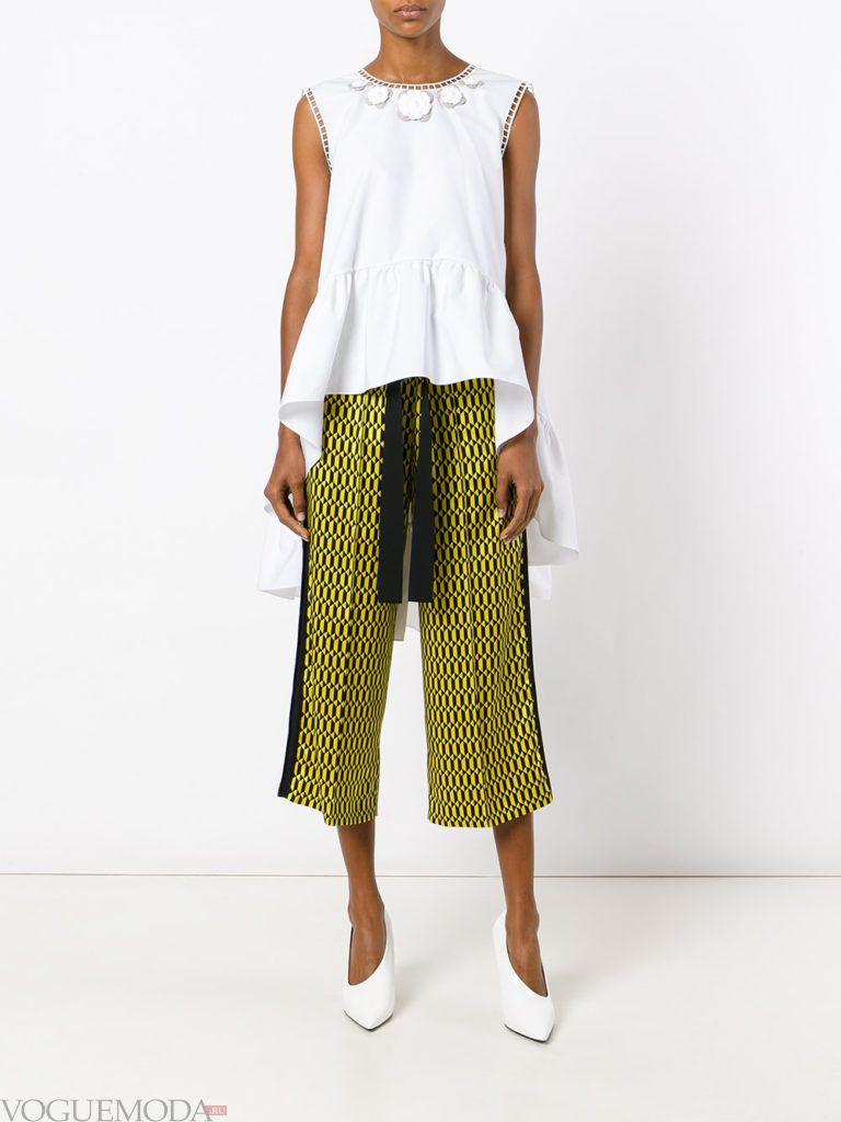 летние брюки с геометрическим принтом