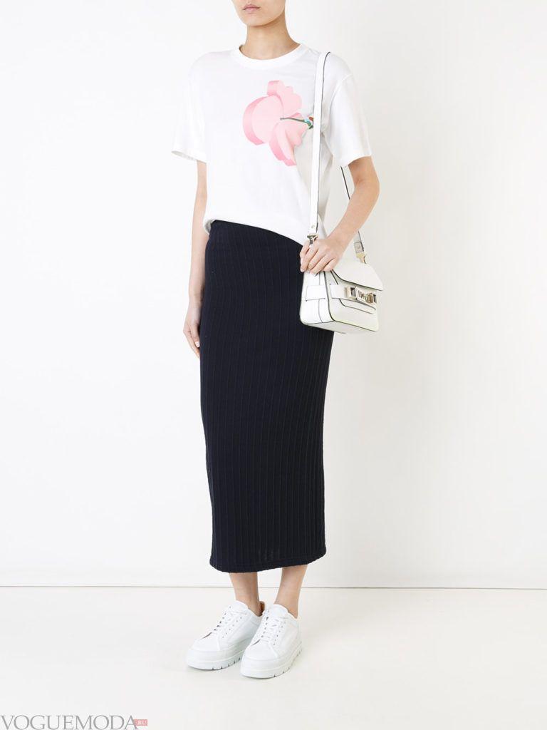 летняя футболка с романтичным принтом