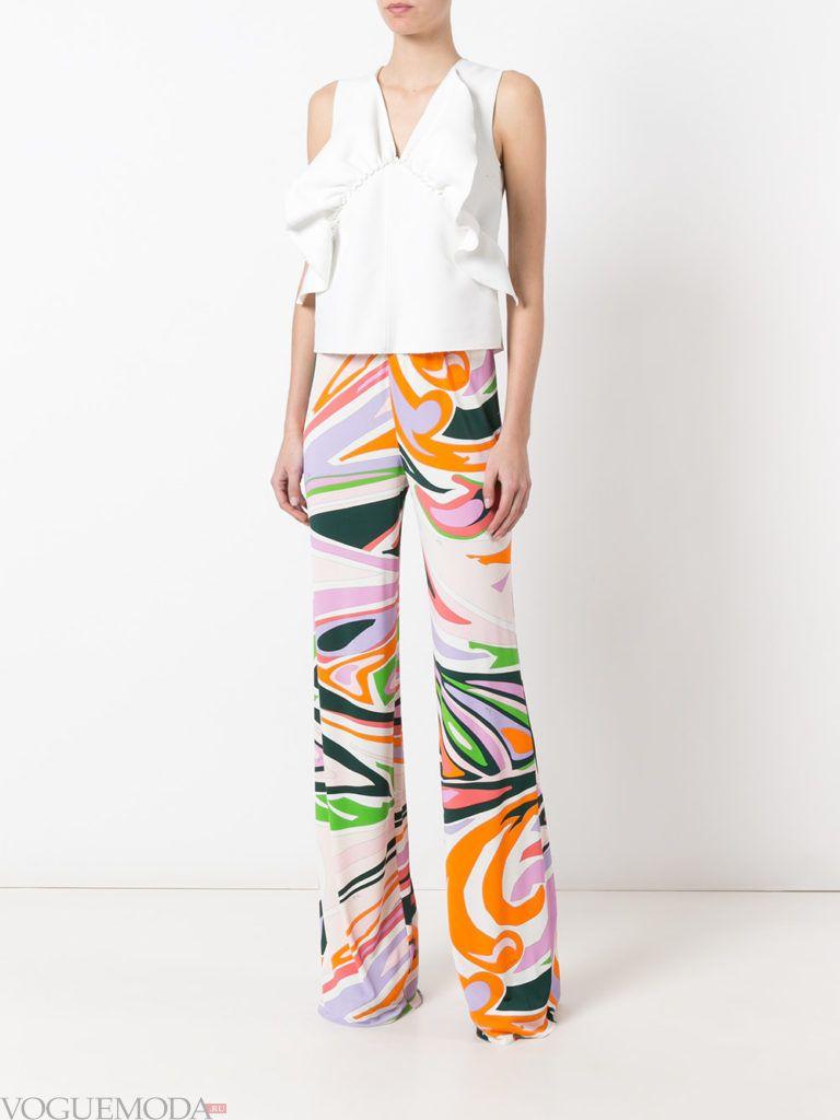 летние брюки с абстрактным принтом
