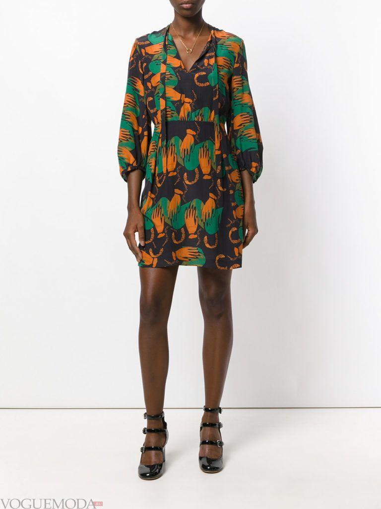 летнее мини платье с абстрактным принтом