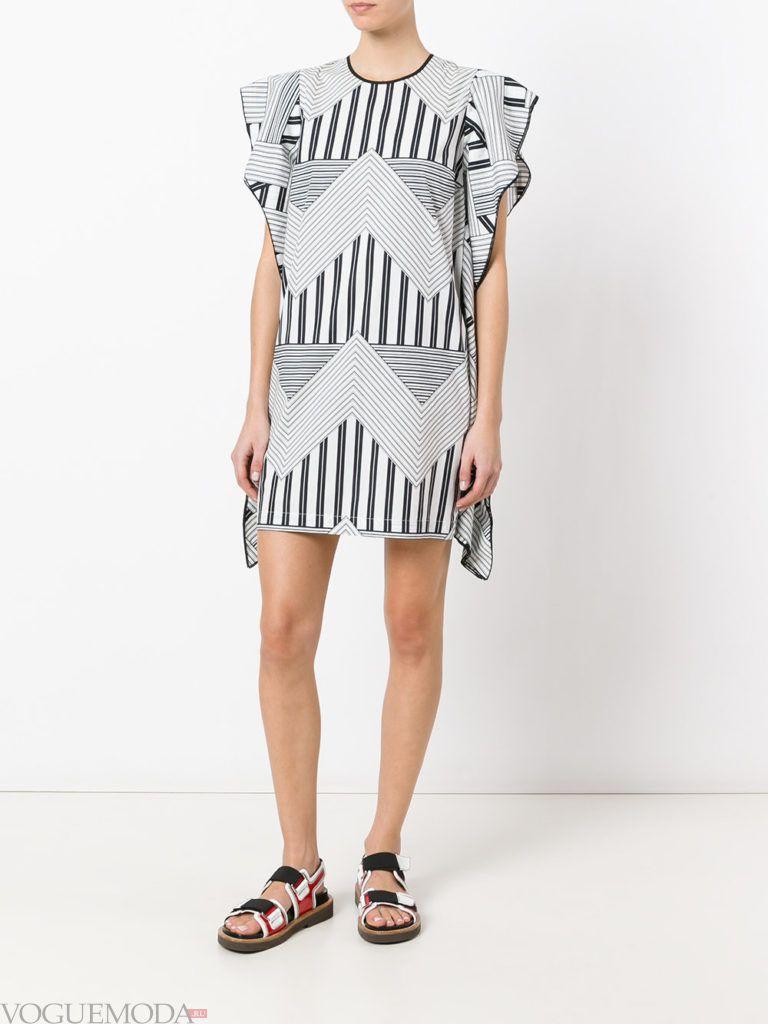 летнее платье с геометрическим принтом