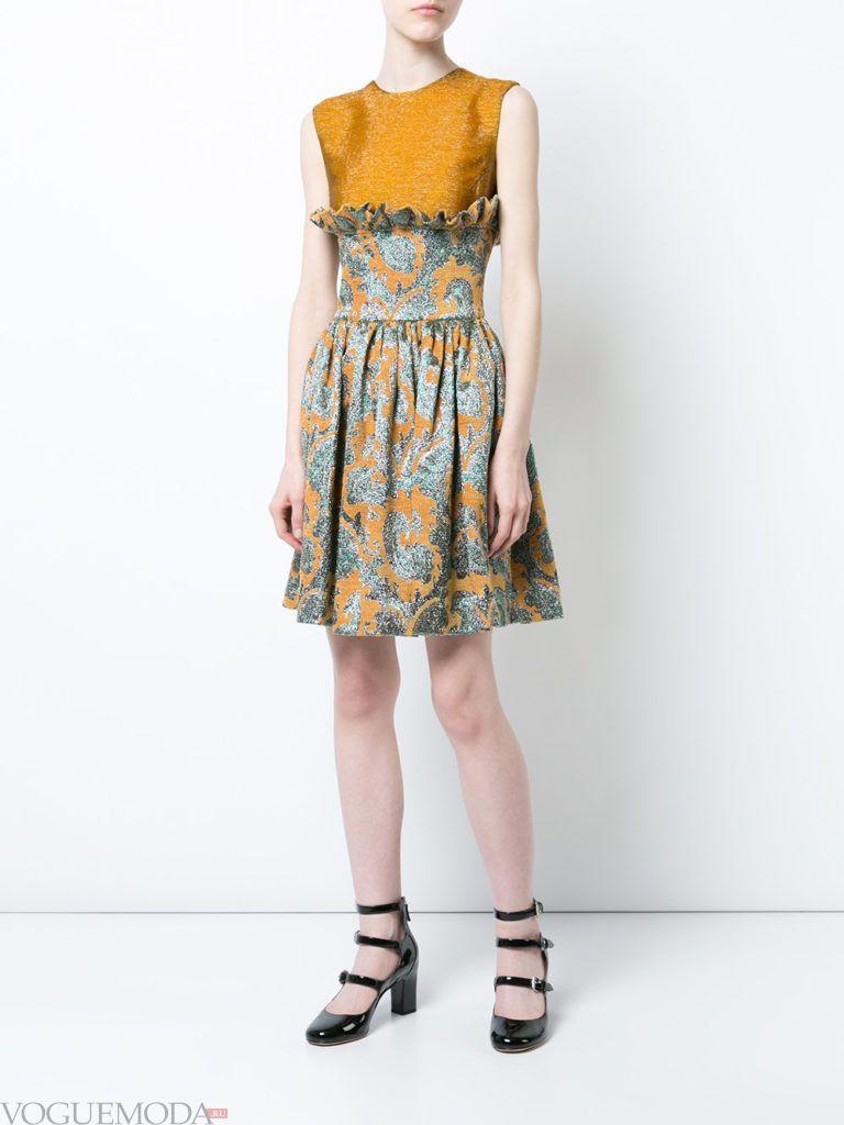 летнее блестящее платье с декором