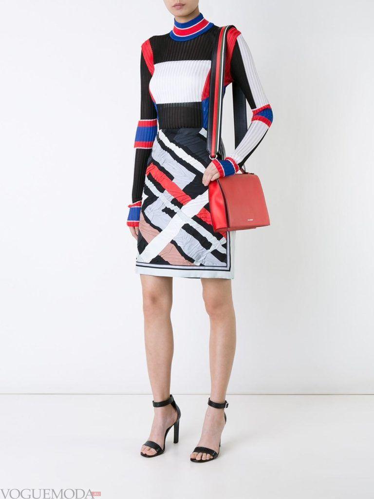 летнее яркое платье с геометрическим принтом