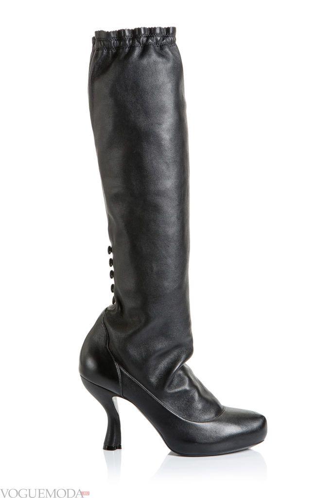 модные черные сапоги