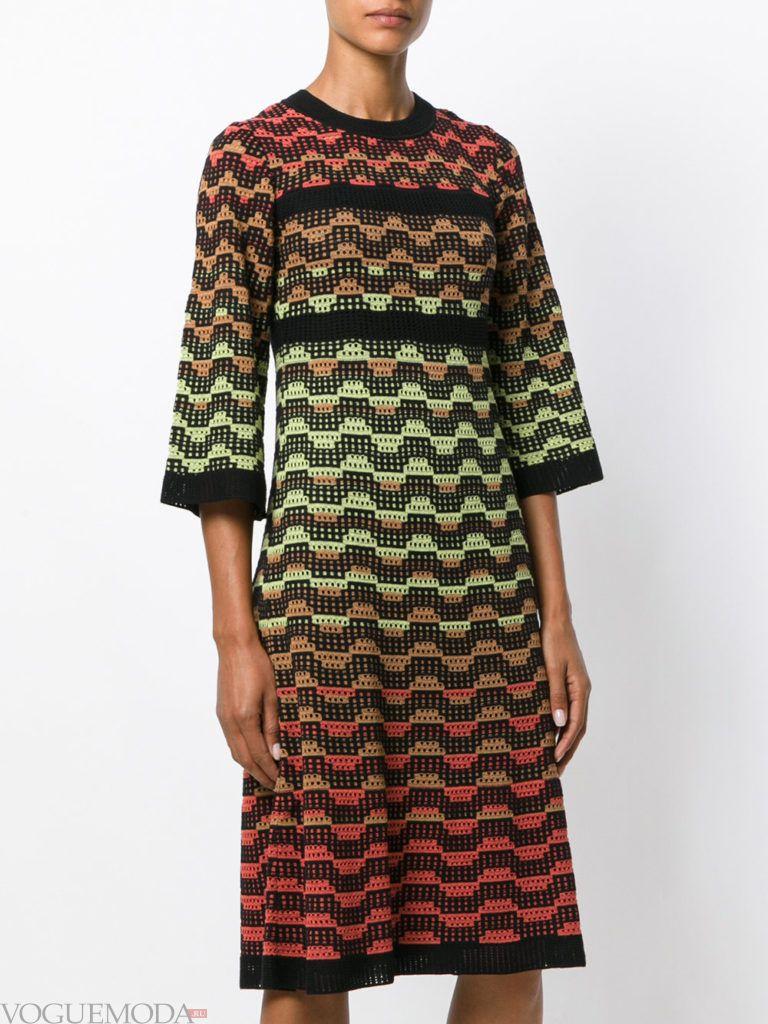 вязаное платье яркое