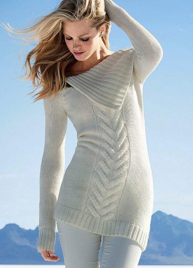 вязаный свитер светлый