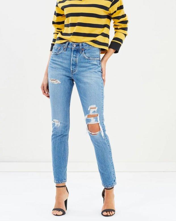 женские джинсы 2019 2020: голубые рваные узкие