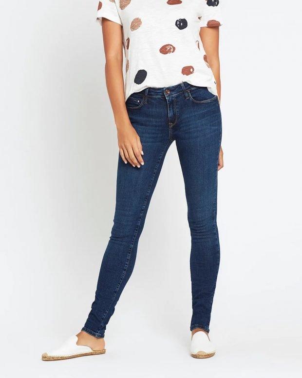 женские джинсы 2019 2020: темно-синие узкие
