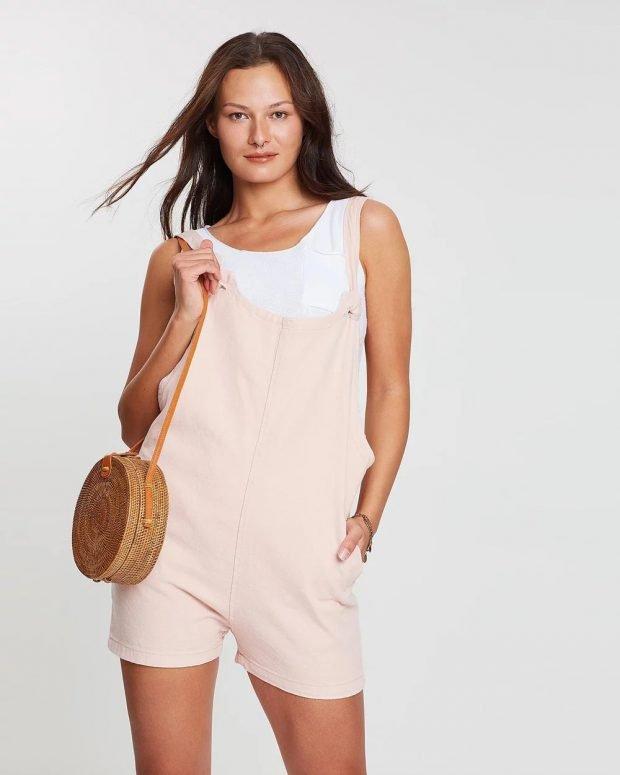 нежно-розовый комбинезон шорты