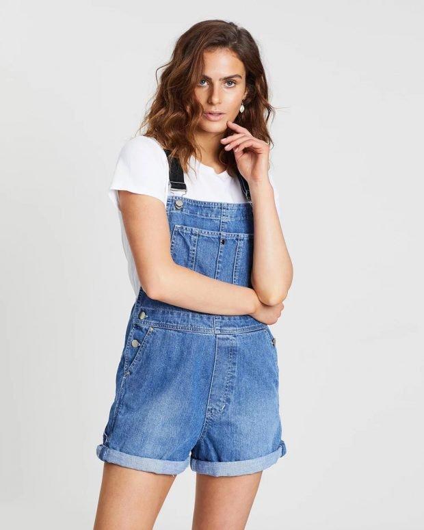 синий джинсовый комбинезон шорты