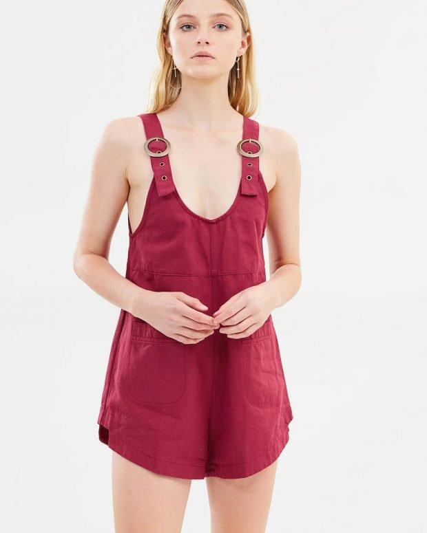 бордовый комбинезон шорты