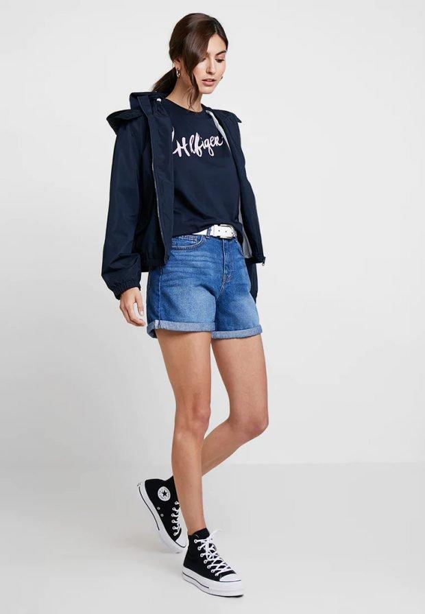 модные луки 2019 2020: джинсовые шорты