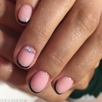 френч со стразами с розовым фоном