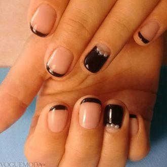 френч на коротких ногтях с декором