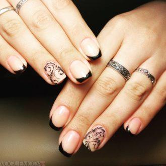 френч на коротких ногтях с узором