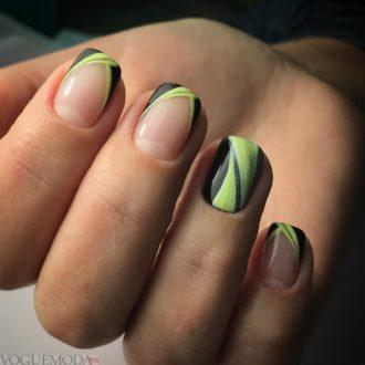 френч на коротких ногтях цветной