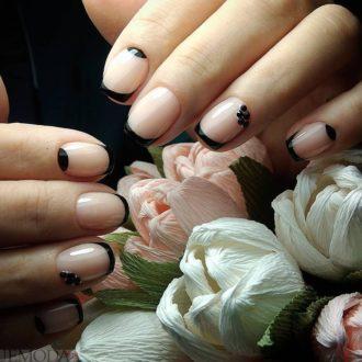 френч на коротких ногтях модный