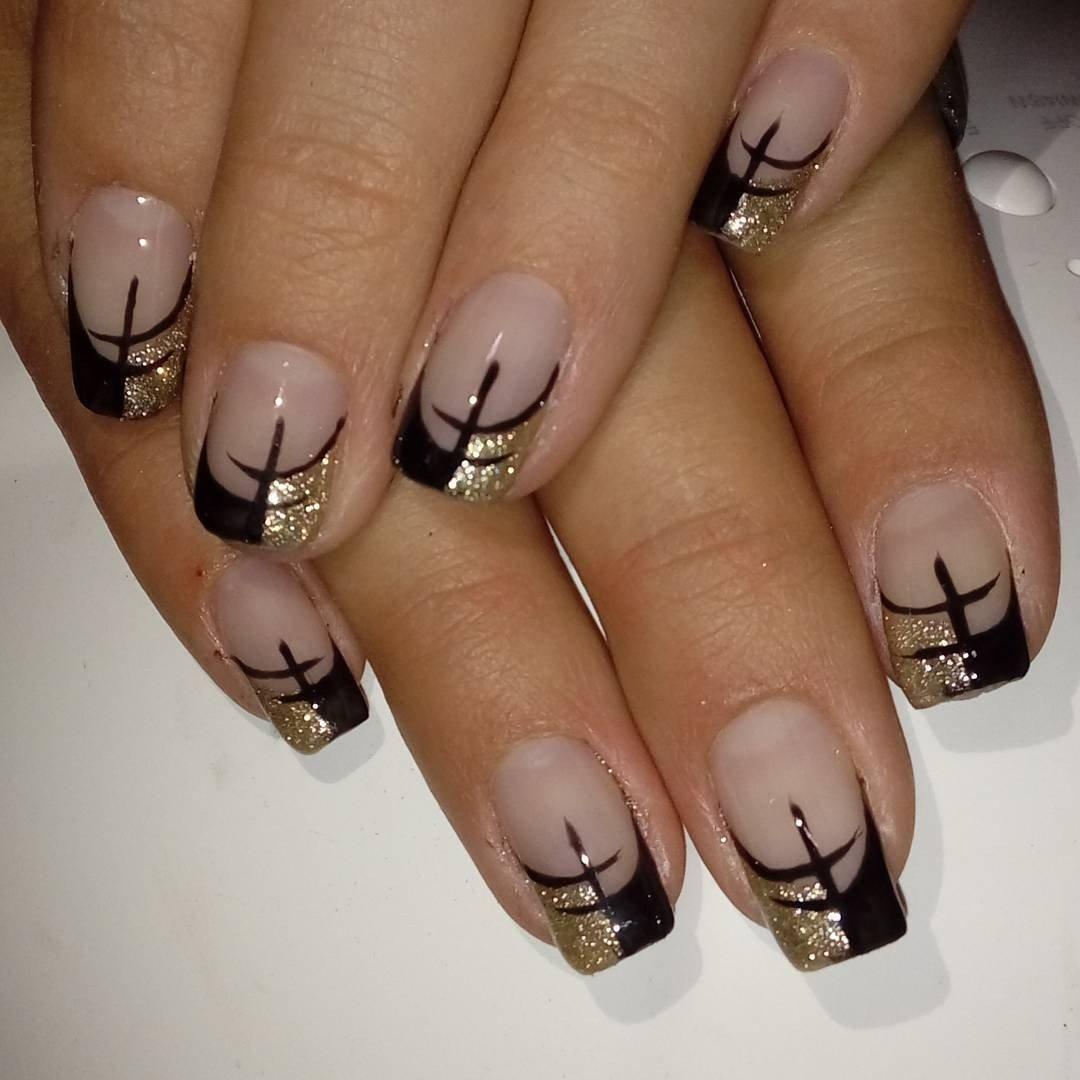 Черный с золотым френч на ногтях фото