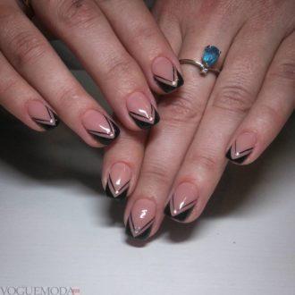 черные ногти треугольником