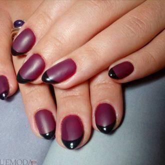 черные ногти с бордовым фоном