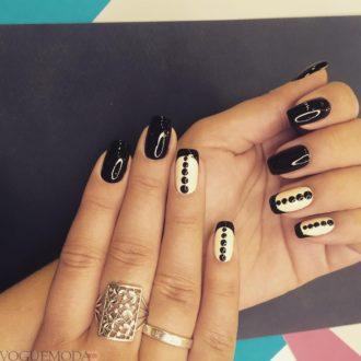 черные ногти в точечку