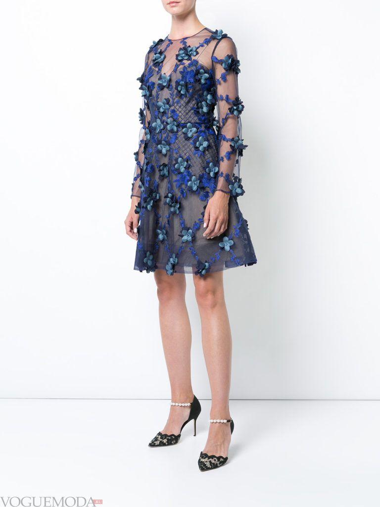 платье с декором синее