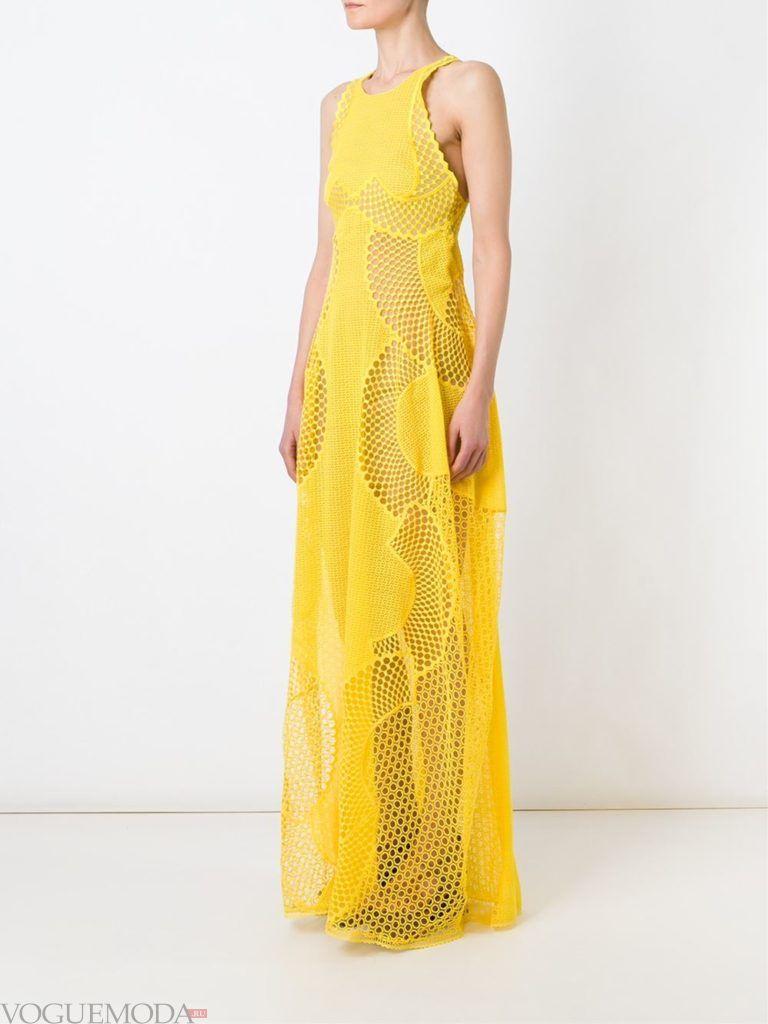 платье на тонких бретельках желтое