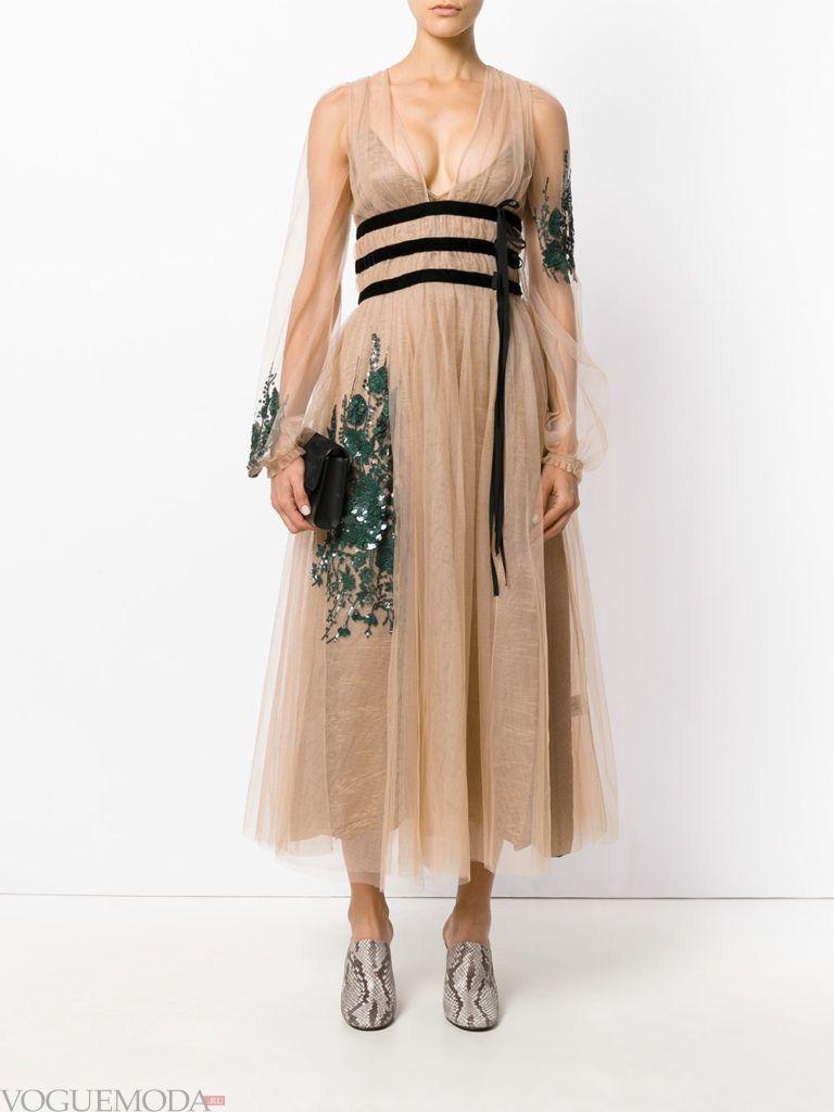 новогоднее платье нежного бежевого оттенка