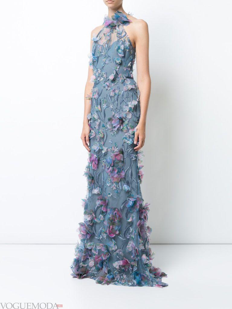 платье нежного оттенка с декором