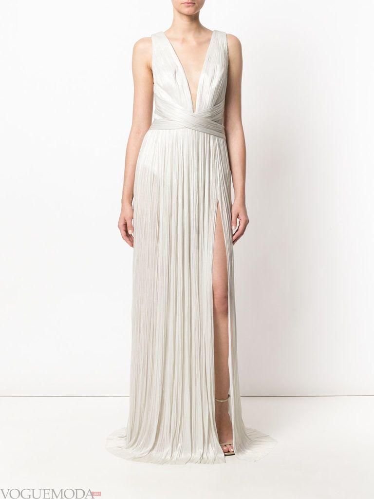 платье светлое из струящейся ткани